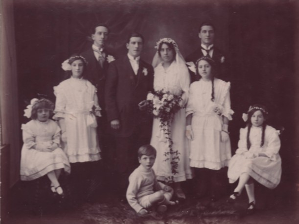1916, wedding party Clara and Bert