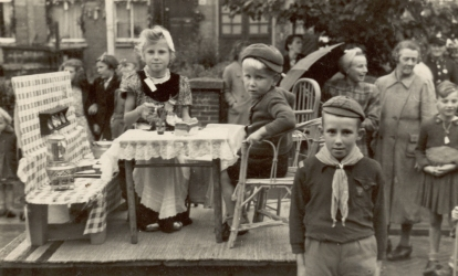 1945-rige-niek-and-scout-liberation-parade