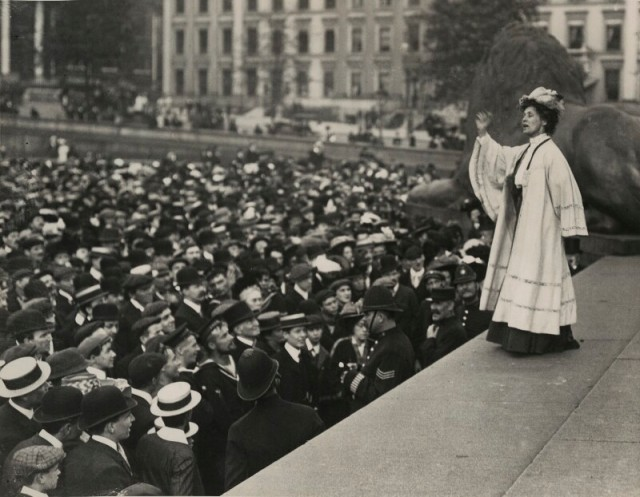 Emmeline-Pankhurst-addressing-a-crowd-in-Trafalgar-Square