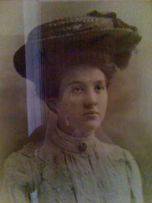 Sara Beatrice, Audrey's mother