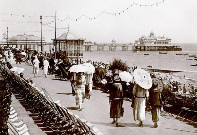 Eastbourne Pier circa 1940